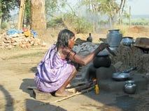 印第安老部族村庄妇女 图库摄影