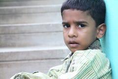 印第安语的男孩哀伤的矮小 库存照片