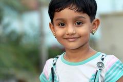 印第安语逗人喜爱的女孩一点 免版税库存图片