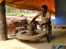 印第安陶瓷工 库存图片