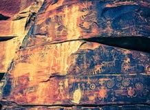 印第安刻在岩石上的文字 图库摄影