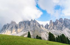 印象深刻的山形成` Tre Cime di Lavaredo ` `三峰顶`/`大高峰`在早晨光的2999 m,意大利,如此 库存图片