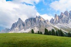 印象深刻的山形成` Tre Cime di Lavaredo ` `三峰顶`/`大高峰`在早晨光的2999 m,意大利,如此 库存照片