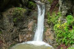 印象深刻的瀑布在一道峡谷在奥地利 库存照片