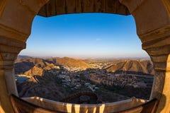 印象深刻的风景和都市风景的被构筑的看法从上面在琥珀色的堡垒,著名旅行目的地在斋浦尔,拉贾斯坦,  库存照片