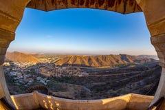 印象深刻的风景和都市风景的被构筑的看法从上面在琥珀色的堡垒,著名旅行目的地在斋浦尔,拉贾斯坦,  免版税图库摄影
