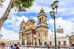 危地马拉城大教堂在Plaza de la Constitucion, Guatema 库存照片