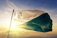 危地马拉旗子纺织品挥动在顶面日出薄雾雾的布料织品奇基穆拉省  库存照片