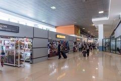 危地马拉- 2017年11月22日:危地马拉国际机场La极光内部  离开地区 免版税图库摄影