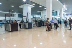 危地马拉- 2017年11月22日:危地马拉国际机场La极光内部  离开地区 免版税库存图片
