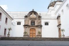 危地马拉- 2017年11月21日:危地马拉大教堂后院在危地马拉城 免版税库存图片