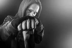 年轻危险人特写镜头的拳头 免版税图库摄影