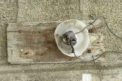 危险家在菲律宾做了电子灯开关 库存照片