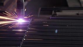 危险工作,在重工业的现代工具 股票视频