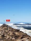 危险标志海浪 免版税库存照片