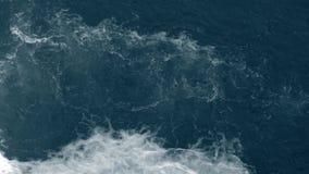 危险浪端的白色泡沫急流在瀑布顶部 影视素材