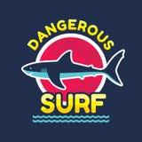 危险海浪-导航T恤杉和其他的商标徽章印刷品生产 鲨鱼传染媒介例证 免版税库存照片