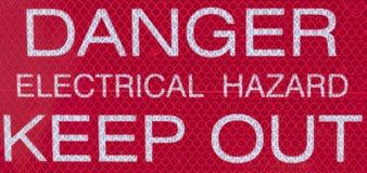 危险电气事故把标志关在外面 免版税库存图片