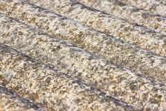 危险石棉屋顶-其中一个危险物 免版税库存图片