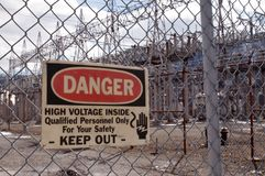 危险签到一个工业区 库存照片