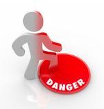 危险红色按钮人被警告威胁和危险 库存图片