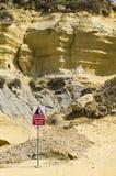 危险落的岩石 免版税图库摄影