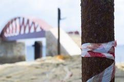 危险,打破的桥梁,瓦莱塔马耳他 免版税库存照片