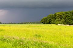 即将来临的雷暴在下萨克森州 免版税库存图片