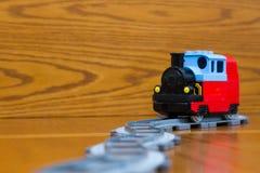 即将来临的玩具火车 免版税库存图片