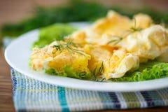 卵黄质烘烤了入被搅拌的蛋白 免版税库存照片
