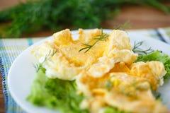 卵黄质烘烤了入被搅拌的蛋白 图库摄影