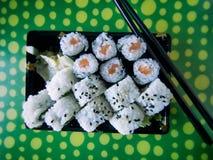 卷射击工作室寿司 免版税库存图片