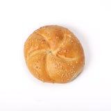 卷小圆面包被隔绝的丝毫芝麻 免版税库存照片