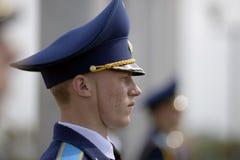 卷扬旗子隆重的仪式在世界曲棍球冠军前 免版税库存照片