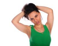 卷曲女孩绿色头发朝向的接触 免版税库存照片