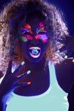卷曲女孩画象有冰块的在紫外光 图库摄影
