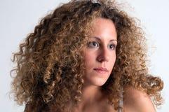 卷曲的女孩头发纵向 免版税库存图片