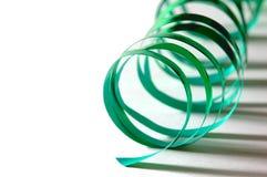 卷曲绿色丝带 免版税库存照片