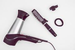 卷毛、Hairdryer和辅助部件的发刷 免版税库存照片