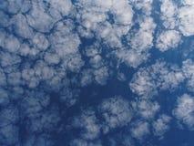 卷积云天空2 库存图片