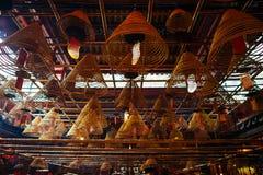 卷起的香火在东华三院文武庙 库存图片