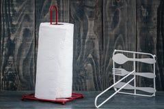 卷轴式记录纸毛巾常设持有人 免版税库存图片
