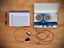 卷轴录音机和笔记薄 免版税库存照片