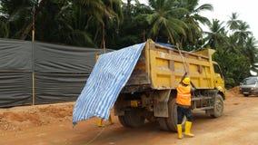 卸车覆盖物在运输时 库存照片