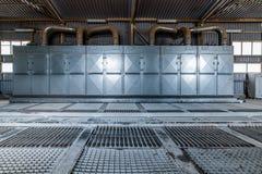 卸载的麦子飞机棚 强有力的除尘系统 免版税库存图片