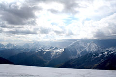 厄尔布鲁士山冰倾斜  库存图片