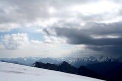 厄尔布鲁士山冰倾斜  图库摄影