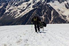 2014 07厄尔布鲁士山,俄罗斯:上升在山Elbrus 免版税图库摄影