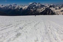 2014 07厄尔布鲁士山,俄罗斯:上升在山Elbrus 图库摄影