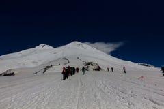 2014 07厄尔布鲁士山,俄罗斯:上升在山Elbrus 免版税库存照片